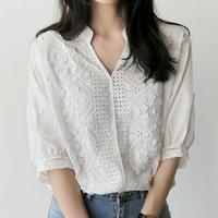 2018 Corea nueva primavera mujeres blanco cuello v cuello floral bordado ahuecar blusa 3/4 linterna manga superior femenina floja camisa superior