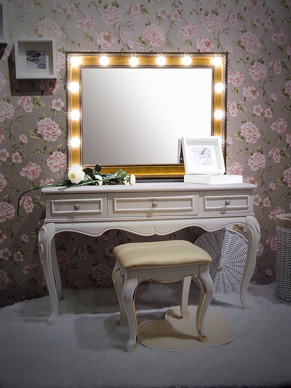 Diy vanity table and mirror to vanities hollywood vanity for Dressing table with lights