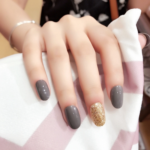 dazzling grey color pre designed nail short oval fake nails art tips gold glitter decoration. Black Bedroom Furniture Sets. Home Design Ideas