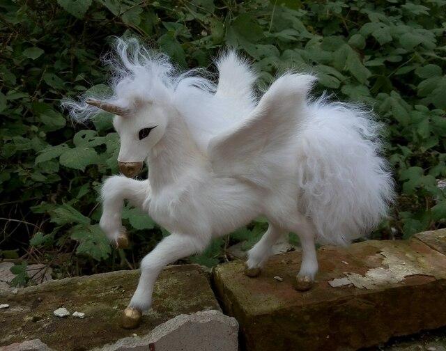 New Middle Size Simulation Unicorn Toy Resin Fur Wings Unicorns