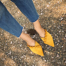 купить SUOJIALUN Women Slippers Flat Women Shoes Slip On Flat Mules Fashion Ruffles Ladies Shoes Fabric Platform Loafer Flip Flop 36-41 по цене 1129.19 рублей