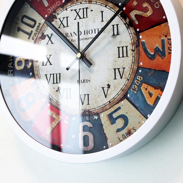Round Nostalgic European Rivet Popular Wall Clock Creative Design Vintage Quartz Digital Wall Clock Silent Non-tickingWall Clock