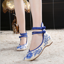 2016 Spring style national wind embroidered shoes characteristics Pankou dance shoes slope with Beijing shoes women shoes a103