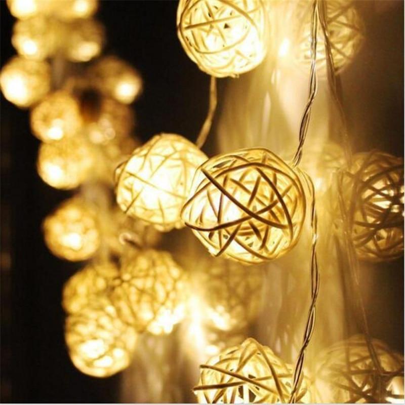 3M lengde, 20pcs Elfenben Hvit / Rød Håndlaget Rattan Baller String Lights Fairy Party Hjem Bryllup Patio Dekor batteridrevet