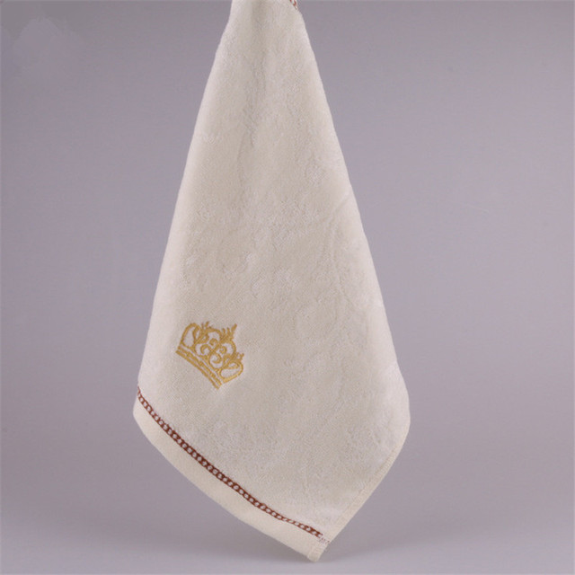 34*34 cm 2017 di Alta Qualità Piccola Mano Asciugamano di Cotone 100% Cotone Corona Ricamo Viso Asciugamano Pianura Molle Del Bambino salviette Toalla De Cara