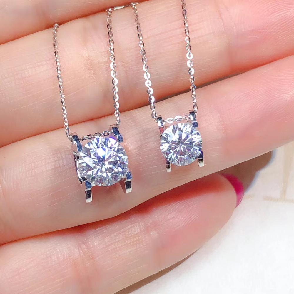 Real 18K gold necklace. The real moissanite has white color and high hardness. The most popular classic style for womenReal 18K gold necklace. The real moissanite has white color and high hardness. The most popular classic style for women