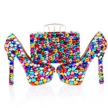 การออกแบบที่งดงามM Ulticolor R Hinestoneรองเท้าแต่งงานจับคู่กับกระเป๋าผู้หญิงพรรคพรหมรองเท้าส้นสูงที่ทำด้วยมือคริสตัลเจ้าสาวปั๊ม