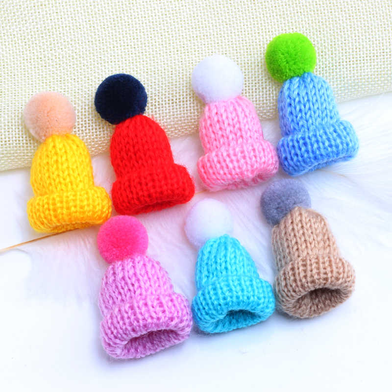 Women Knitted Hairball Mini Hat Brooch Sweater Pins Badges Lovely Girl Backpack Collar Lapel Pin Jewelry Christmas Gift 19Colors