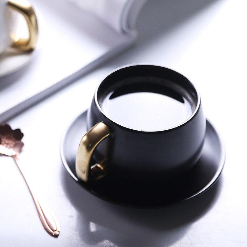300 ml einfache Europäischen kaffee tasse und untertasse Paar kaffee becher Geschenk keramik tasse Büro becher Milch frühstück tasse