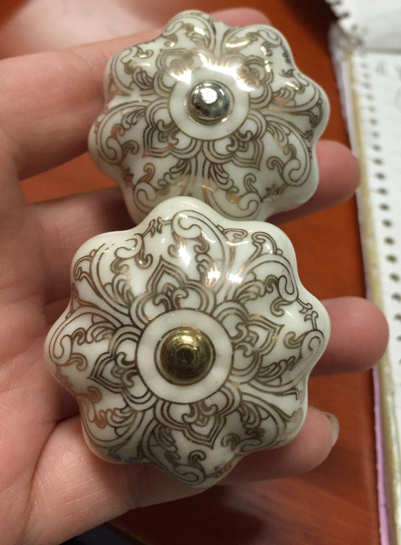 Ceramic decorative knobs with gold detailing porcelain - Tiradores de porcelana ...
