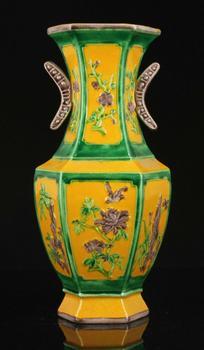 China Nature Fired Colour Glaze Hand-painted Flower Design Porcelain Vase