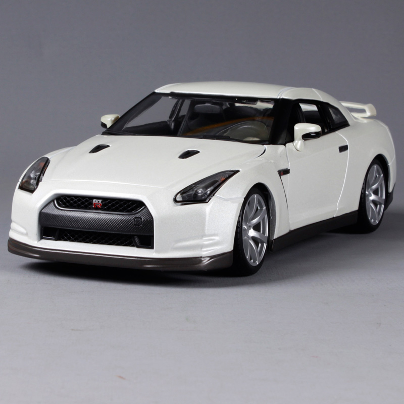 Maisto Bburago 1:18 2009 Nissan GT-R Sports Car Diecast Model Car Toy New In Box Free Shipping 12079 maisto 1 18 2016 camaro ss sports car diecast model car toy new in box free shipping 31689