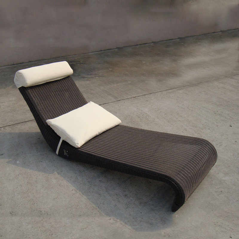 All Weather Dark Brown Rattan Sun Lounger For Home Balcony transport by sea