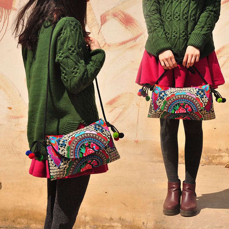 Hot Women's Embroidery one-shoulder bag wholesale nation trend Embroidered bags national Lady's lady party Nice shoulder bag 2016 summer national ethnic style embroidery bohemia design tassel beads lady s handbag meessenger bohemian shoulder bag