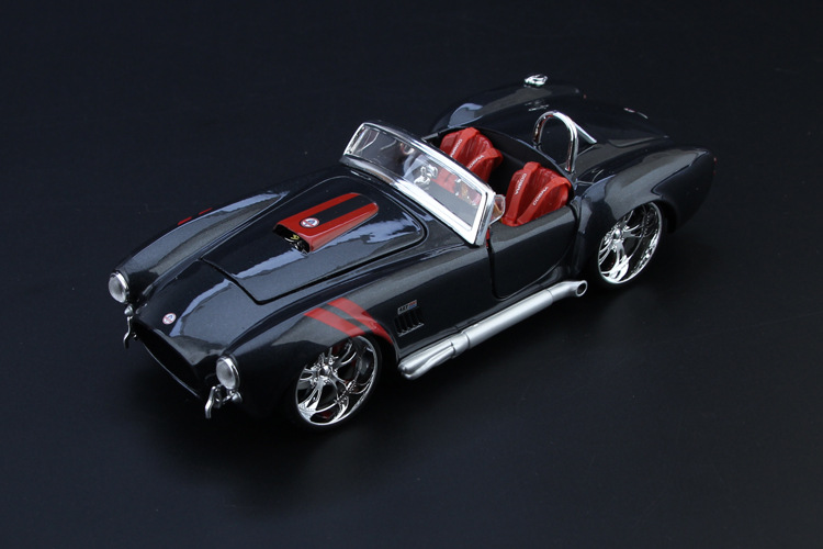1:24 diecast car model 1967 shelby cobra 427 v8 motor alloy model boys gift toys for kids and children for collections а м shelby cobra 427 s c 1 24