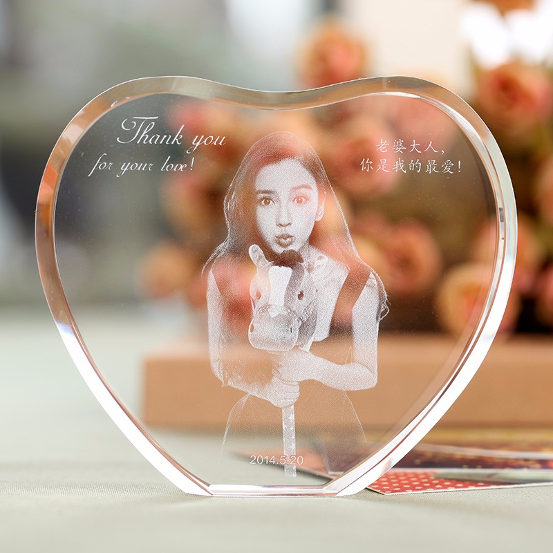 Tilpasset hjerteformet krystall fotoramme med lasergravert personlig bildeglass bryllupsmesse bursdag gaver