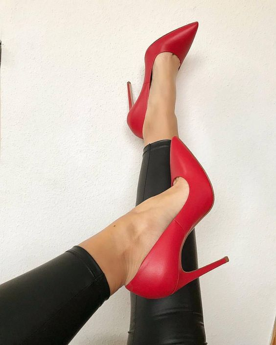 Nouveau mode rouge mat cuir haut talon chaussure 12 cm talons bout pointu femme pompes 2019 sexy talons fins robe chaussure noir blancNouveau mode rouge mat cuir haut talon chaussure 12 cm talons bout pointu femme pompes 2019 sexy talons fins robe chaussure noir blanc
