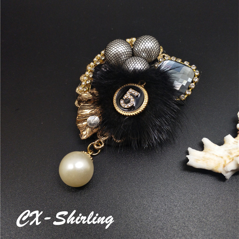 CX-Shirling Women Winter High Quality Rabbit Fur Brooch Pin Winter Autum Fashion Luxurious Letter 5 Pearl Pendant Brooch Pin цена