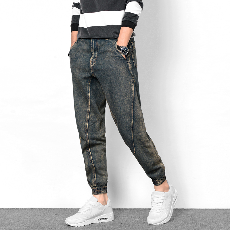 Low-rise jeans are manufactured in many styles, including boot-cut, flared, loose, straight, baggy, skinny, boyfriend, and slim. Due to the popularity of low-rise jeans, manufacturers have also begun making low-rise styles of other kinds of pants, such as cargo pants and dress pants.
