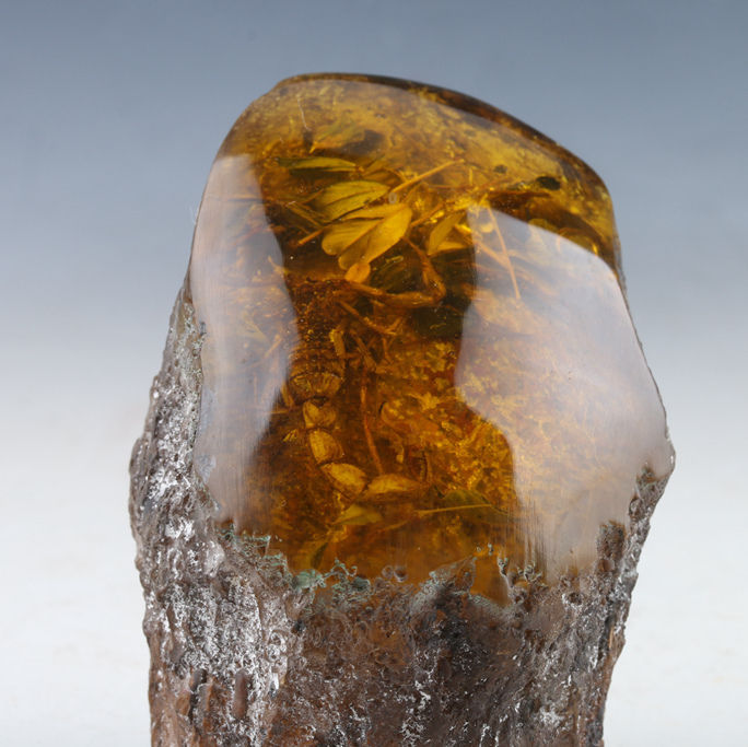 100% Natural Amber Statue w Scorpions100% Natural Amber Statue w Scorpions