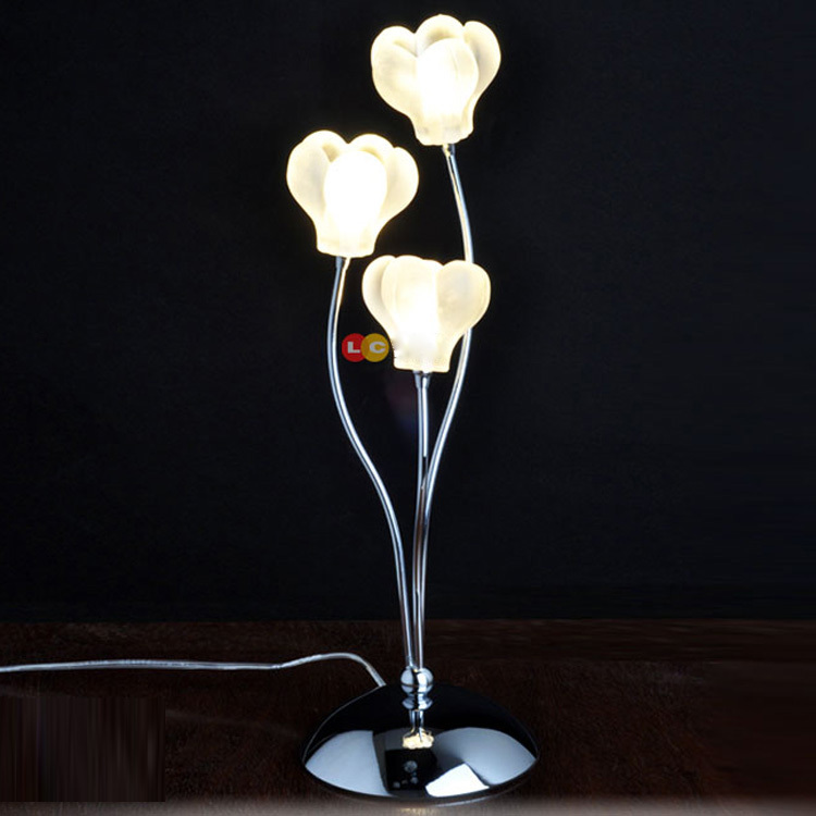 Tiny Modern Bedroom Bedsides Table Lights Glass wintersweet Petals Chrome Base Luxury exquisite Desk lighting Fixtures small size modern bedroom bedsides crystal table lights chrome base square crystal tiny size study room desk lighting fixtures