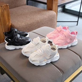 7cf6ca48e Marca nueva zapatos de verano para niños niñas Venta caliente de bebé de  moda Zapatos casuales zapatos cool alta calidad unisex brillante bebé  zapatillas de ...
