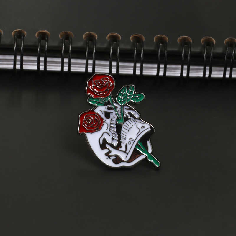 Череп Роза гроб Music Flower Броши для Для женщин эмаль на булавке в стиле «панк» со значком Для мужчин Ювелирная брошь Винтаж куртки Хиджаб Аксессуары