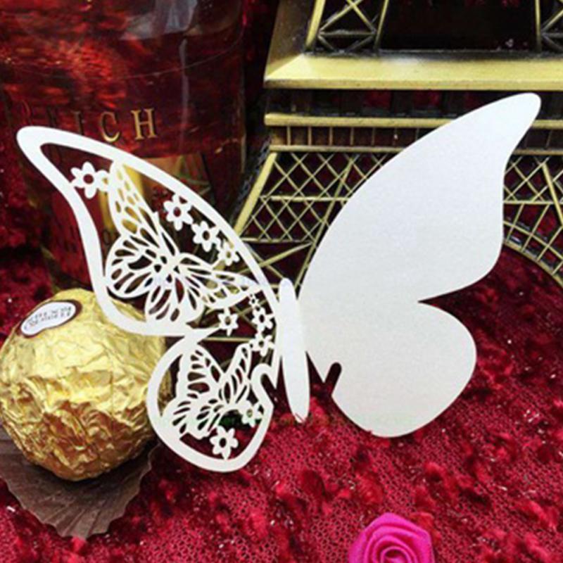 mesa elegante ahueca hacia fuera la mariposa de papel nacarado del lugar escort copa de vino