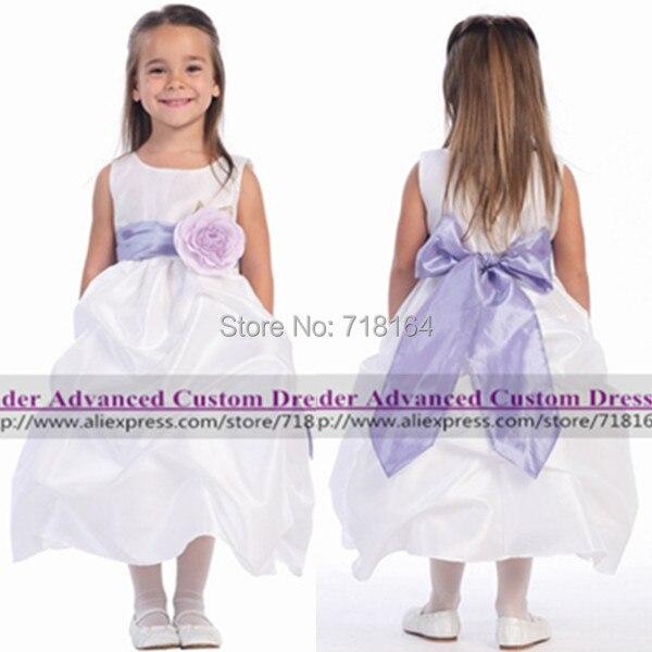 3c70ca34f Blanco marfil niña de las flores con fajines de color púrpura niñas vestidos  del desfile vestidos