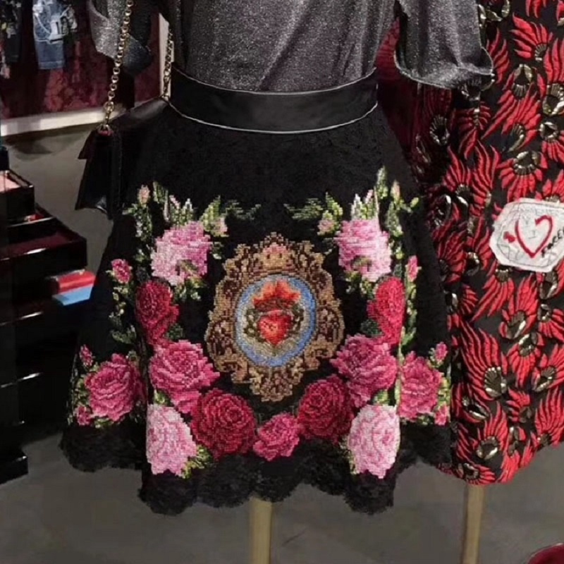 Summer Black Vintage Floral Rose Embroidery Mini Skirt Women 2018 Luxury High Waist Lace A Line Skirt Tunic Lady Party Clothing