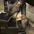 2017 Mulheres Da Moda Bombas Rebites Recortes sapatos de Salto Alto Sapatos de Festa Mulher Bombas Dedo Do Pé Apontado Saltos Finos Sapatos Feminios