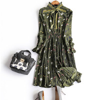 In the spring of 2018 European collar bow ribbon gradient elegant retro heavy pleated Floral Dress