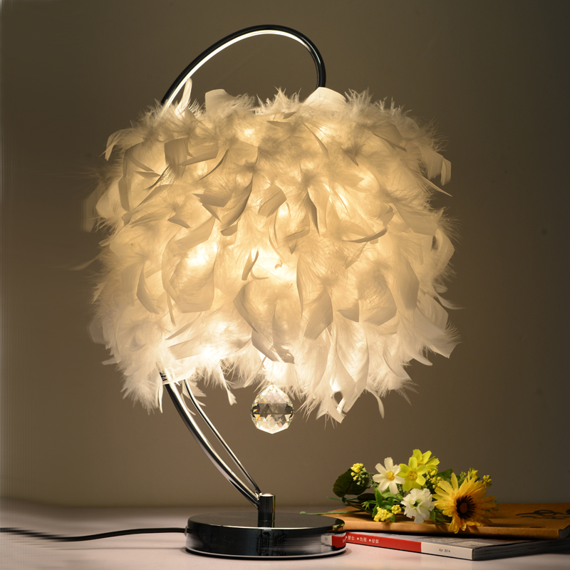 Crystal feather table lamp warm bedroom bedside lamp wedding decoration table lamp Princess Hotel room lamp ZA421710 office table decoration led desk lamp nightlights bedside room sitting room heart shape feather crystal table lamp