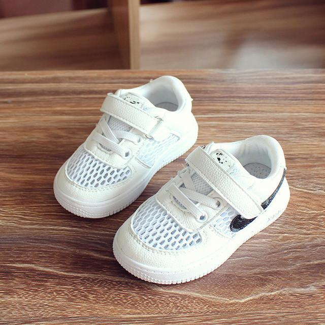 Zapatos de bebé girls Ocio Zapatos Inferiores Suaves de Moda Correr de Malla Transpirable 2017 Primavera Verano niños Calzado de niños Zapatos de las muchachas
