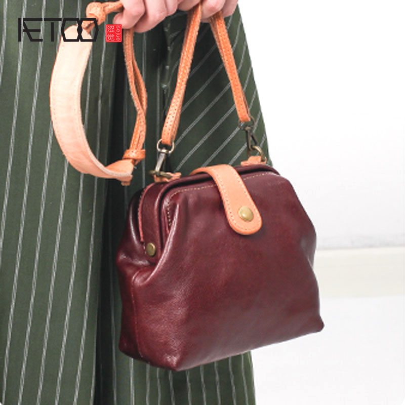AETOO Mini leather handbags cowhide shoulder bag 2017 new fashion Korean version of the summer wild Sena Messenger bag clasp shiny crystal shell handbags korean version of the new fashion personality wild casual shoulder messenger bag