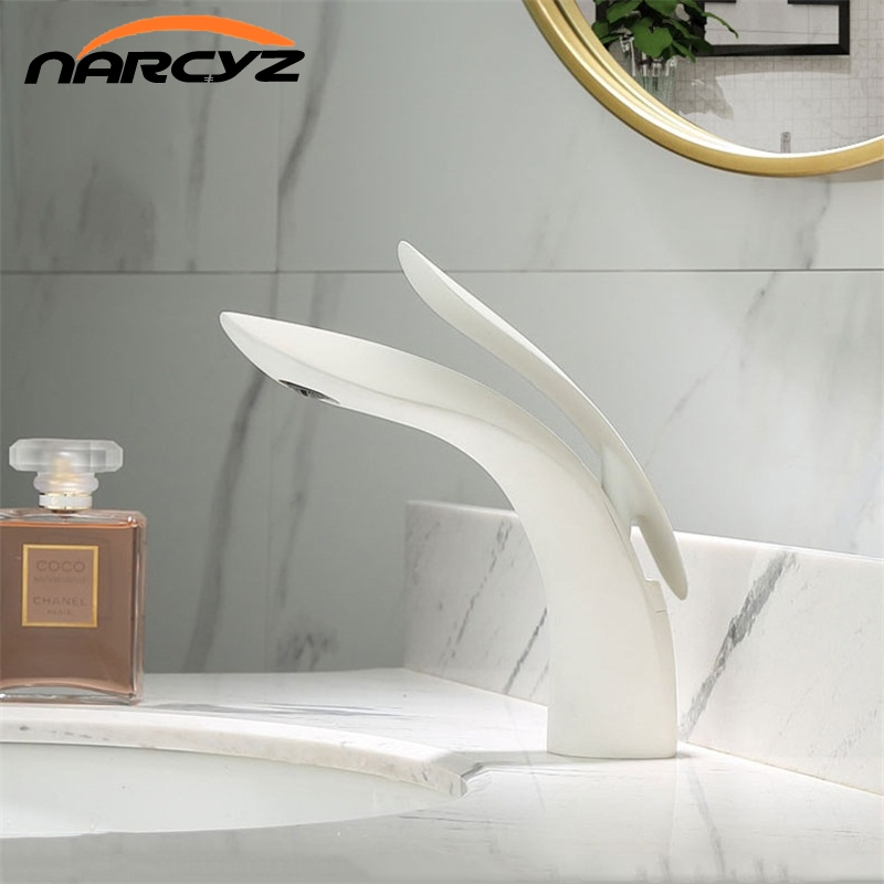 Basin Faucets Modern White Chrome Brass Bathroom Sink Faucet Single Handle Hole Toilet Bath Mixer Water