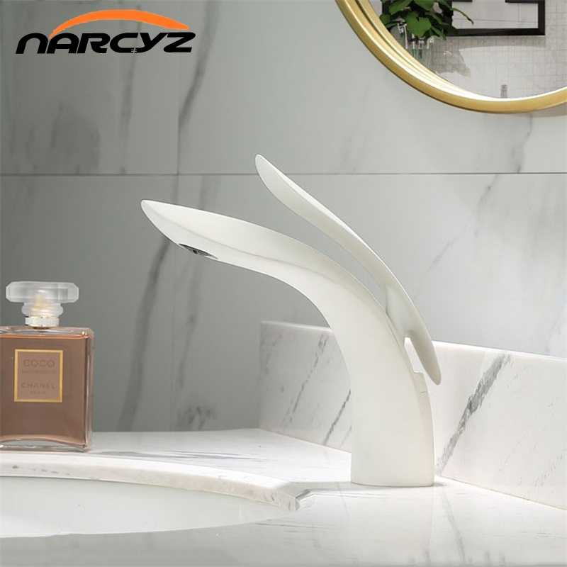 Basin Faucets Modern White Chrome Brass Bathroom Sink Faucet Single Handle Hole Toilet Bath Mixer Water Tap Crane W3025