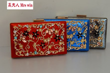 The new fashion worn chain handbag shoulder of carve patterns or designs on woodwork lock small bread joker box package