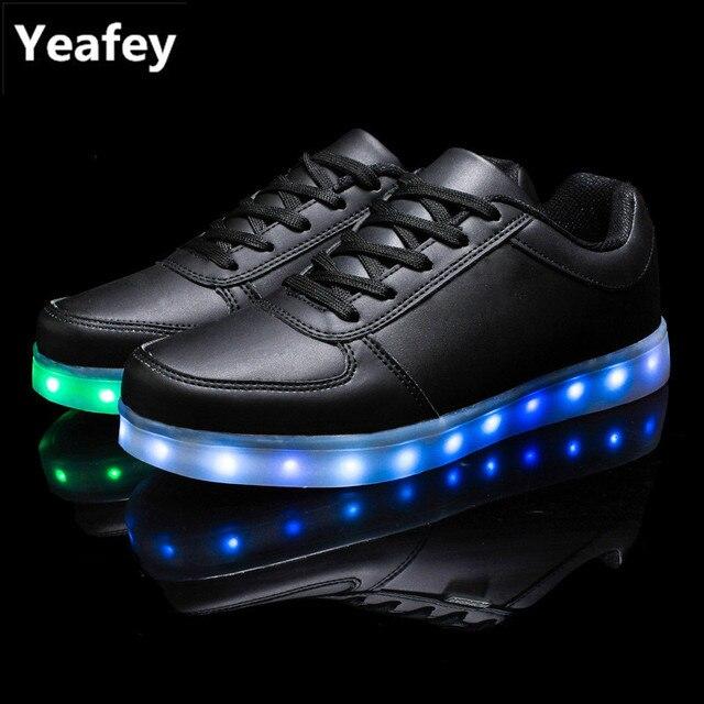 7982b0f784c11e Yeafey Krasovki Leucht Turnschuhe Jungen Mädchen Schuhe Led Schwarz Größe 35-46  Geburtstag Weihnachten Geschenk