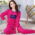 Nuevo Diseño Conjunto Pijama de Las Mujeres 2017 Otoño Invierno Coral Polar Ropa de Dormir Pijamas Señora Pantalones 2 Unidades Estudiante Traje de Dormir