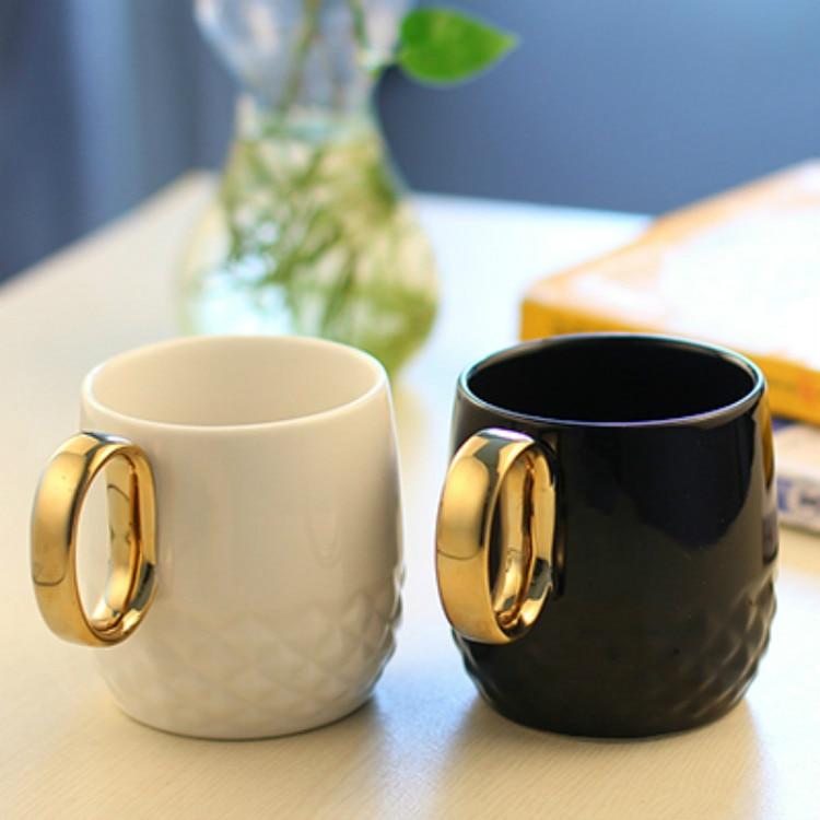 Tyran zlata rukojeť hrnek Keramické poháry Kostní Čína cestování Vodní pohár Černá a bílá barva keramické roztomilé pivo šálek kávy šálky a hrnky  t
