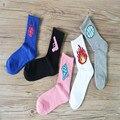 Atacado 2016 outono Japonês popular novo estilo casais bonitos dos desenhos animados meias de algodão confortáveis meias calcetines mujer sokken