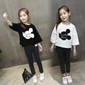 Primavera ropa para niños de dibujos animados niñas camiseta niña de siete puntos de la manga floja camisa básica blanco negro ropa de la muchacha