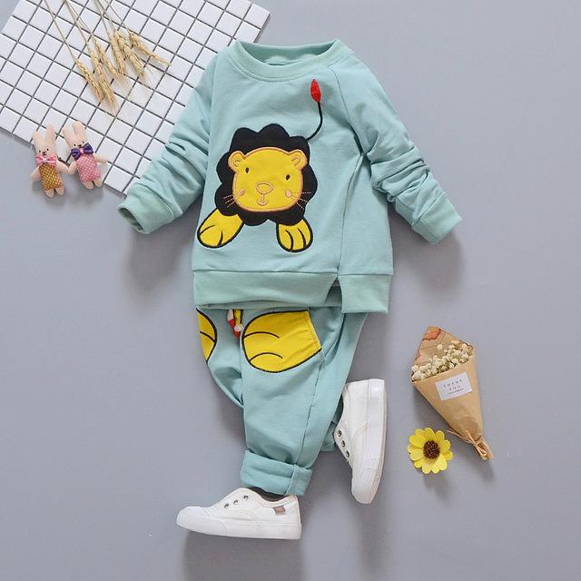 ADK 2017 nuevo caballero del bebé muchachos fijados ropa de Los Niños del otoño del resorte de la capa + pantalones para niños ropa traje