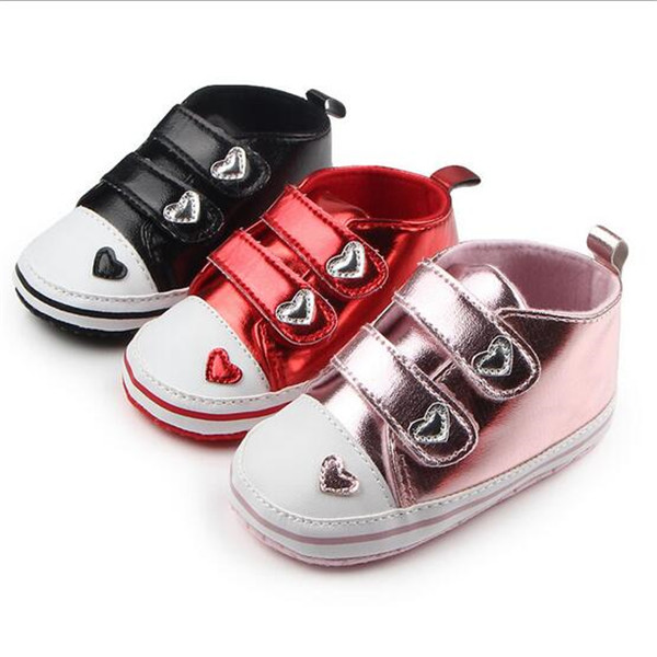 Nya Lovely Heart Baby Girls Shoes Småbarn Antislip First Walkers Mjuka Sole Infants Sports Shoes