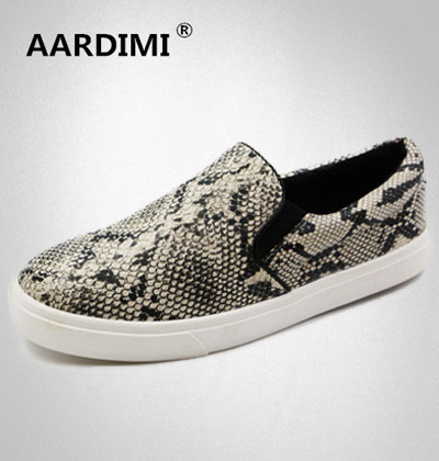 2017 Hot spring designer snakeskin women flats shoes fashion flat shoes  woman vintage soft leather slip on women shoes loafers-in Women s Vulcanize  Shoes ... 38bd061503bd