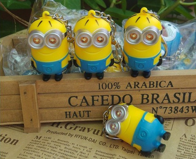 Hot selling key finder Despicable Me toys LED minions keychain toys yellow led talking Minion Toys Action toys Creative Pendant