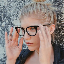 MOLGIRL Cat Eye Women Sunglasses Retro Rivet Shades Female Glasses Brand Designer Hot Vintage Optical Eyeglasses oculos de sol