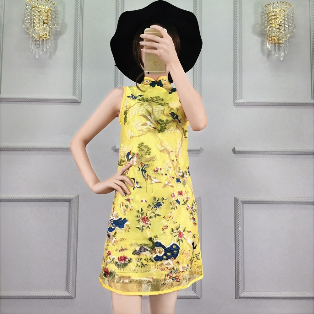 2019 Chinese style sleeveless embroidery Cheongsam modern women dress