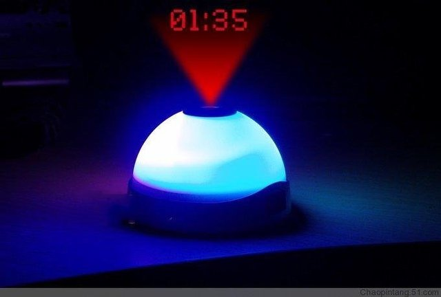 free shipping by FedEx 100pcs/ctn wholesale led projector clock flashing 7 colors changing clock projection clock white